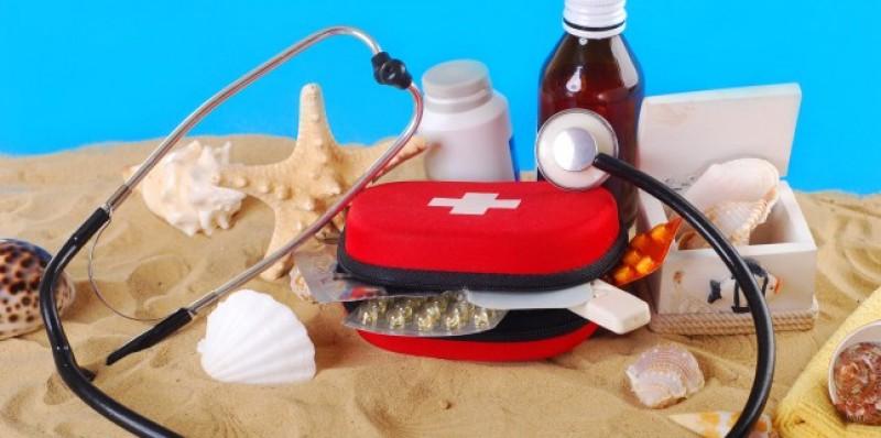 IMPORTANT: Trusa medicală de vacanță. Ce trebuie să aveți neapărat în bagaj când plecați în concediu!