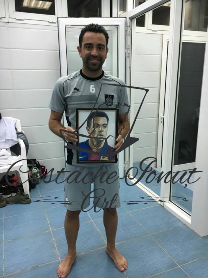 IMPRESIONANT! Un botosanean a fost provocat de Tosca sa-l desenze pe Xavi! Fostul star al Barcelonei s-a fotografiat cu tabloul! VIDEO