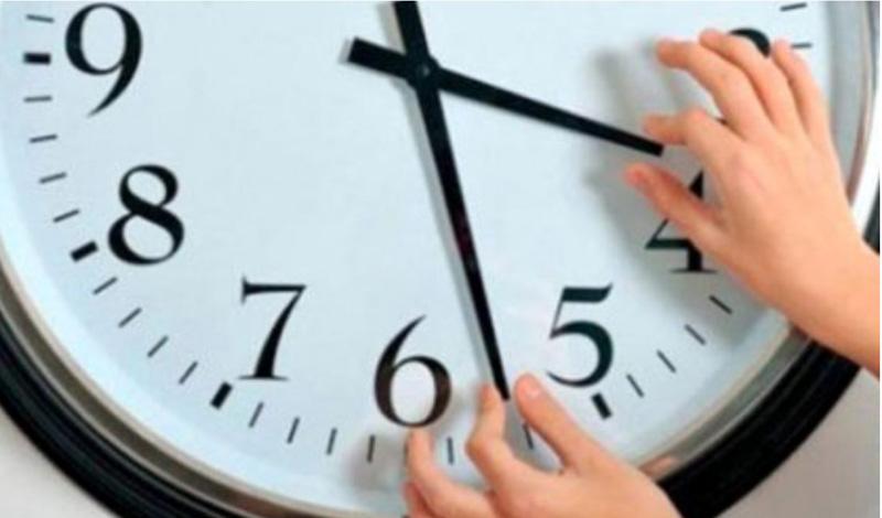 În această noapte ceasurile se dau înapoi cu o oră: România trece la ora de iarnă
