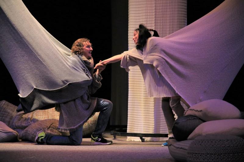 """În acest weekend, actorii Teatrului """"Mihai Eminescu"""" invită publicul la spectacolul """"Îmbătați de dragoste"""""""