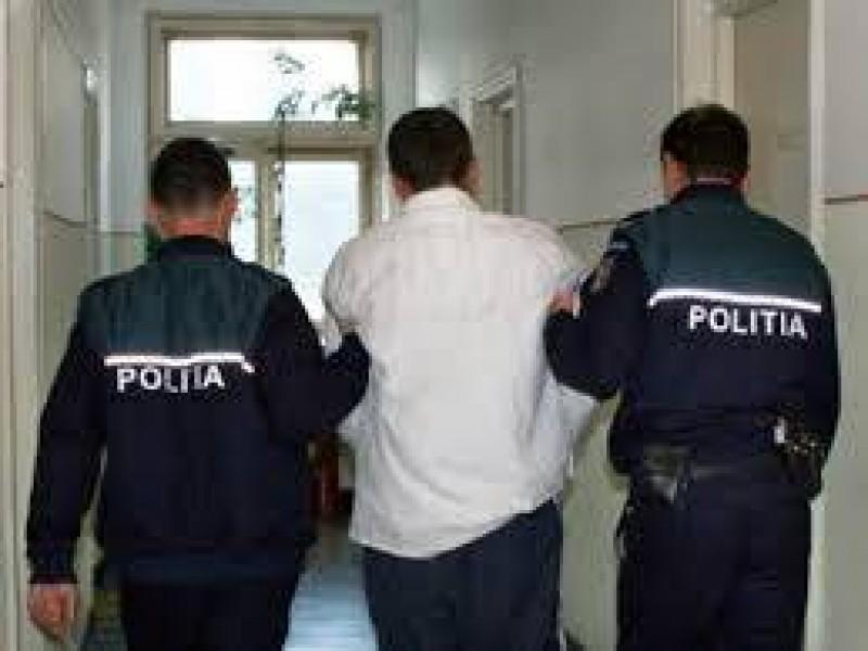 În Arestul Poliției după ce a furat bani și un telefon mobil!