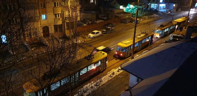 În așteptarea autobuzelor, tramvaiele de la Botoșani abia își mai trag sufletul