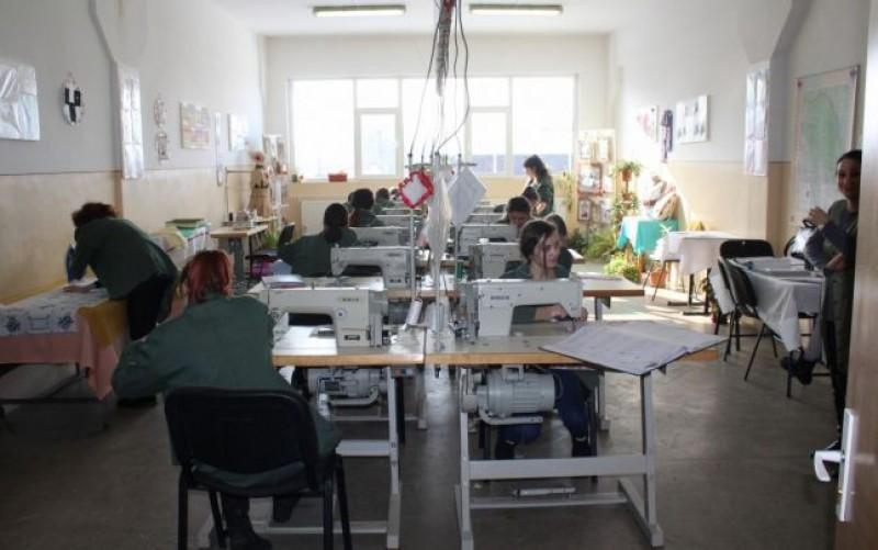 În Botoşani sunt formaţi cei mai buni meseriaşi din industria textilă. Ajung să lucreze pentru branduri de lux din toată lumea