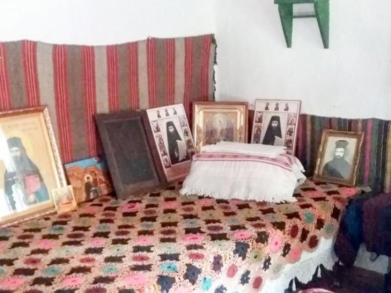 În Crăiniceni, județul Botoșani: La căsuţa natală a Sfântului Ioan Iacob Hozevitul