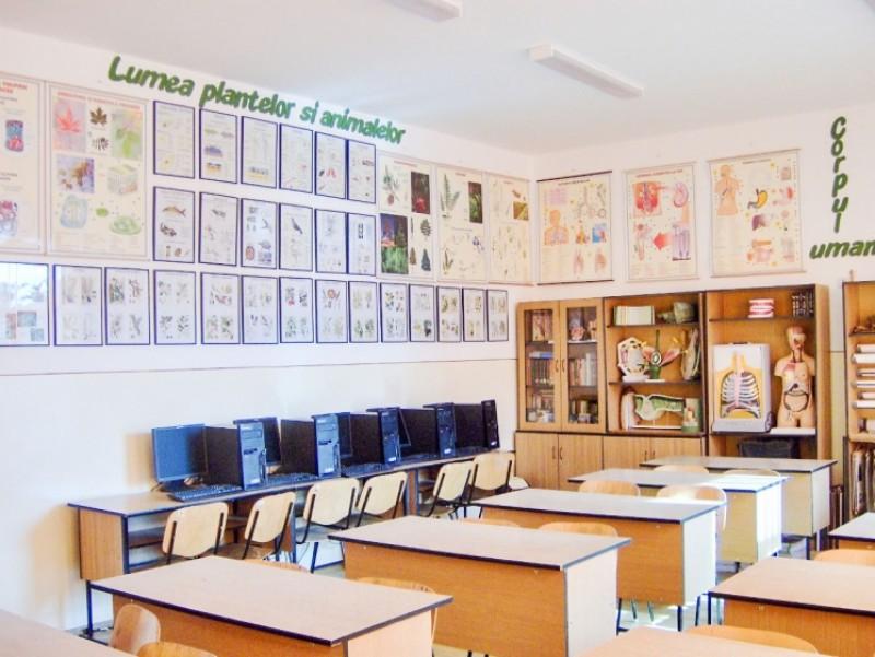 În judeţele Vaslui şi Botoşani, unul din trei elevi nu are acces la grupuri sanitare în interior