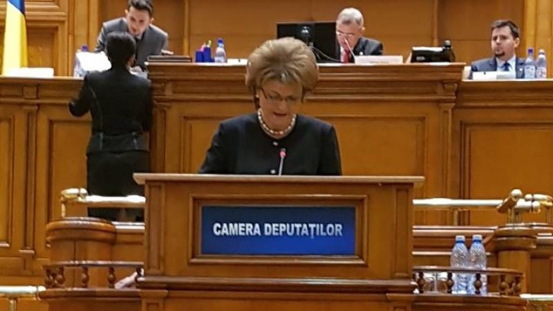 În primul an de mandat deputatul PSD Mihaela Huncă a inițiat proiecte legislative și a făcut demersuri pentru stimularea olimpicilor și integrarea absolvenților pe piața muncii