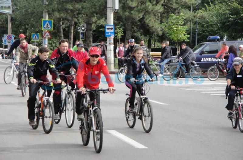 În Săptămâna Europeană a Mobilității, Agenția de Protecție a Mediului vă invită să mergeți cu bicicleta! Din păcate, Bulevardul Mihai Eminescu este în reparații! Căutați alt loc!