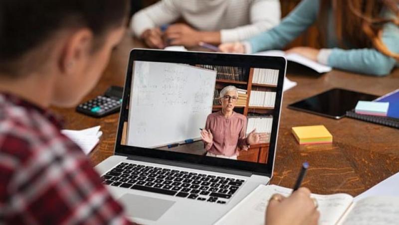 În starea de urgență sau asediu: Cursurile din învăţământul preuniversitar şi universitar din România se vor desfășura on-line