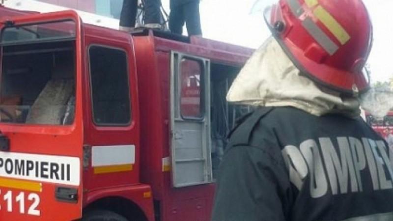 În urmă cu puțin timp: o locuință din municipiul Botoșani a fost cuprinsă de flăcări