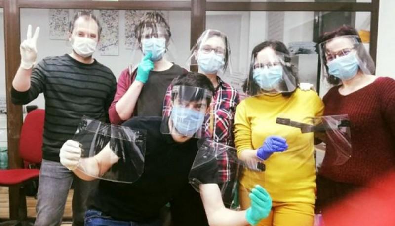 Încă o fundație a donat viziere de protecţie medicilor şi asistenţilor din secţiile Spitalului Judeţean Botoșani