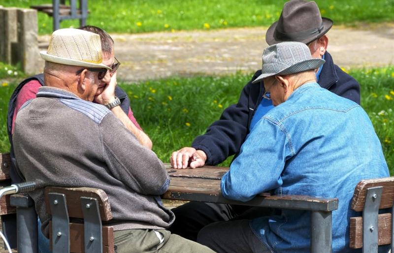 Încă puțin și va fi lege: Senatorii au fost de acord cu pensionarea la 70 de ani şi interdicţia cumulării pensiei cu salariu. Proiectul intră în dezbaterea deputaților