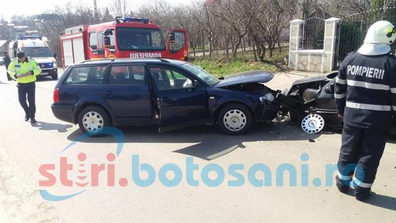 Imprudența la volan face din nou victime: O femeie a fost transportată la spital după un impact frontal între două mașini!