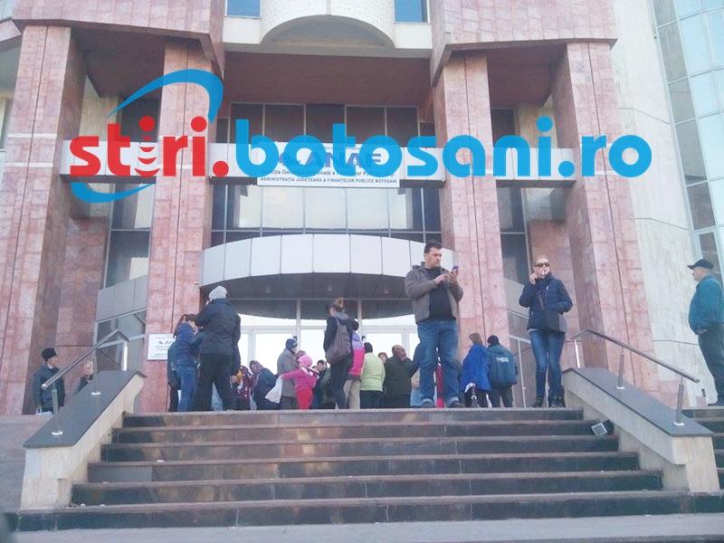 Încă un PROTEST la Finanţe! Angajaţii întrerup joi lucrul şi cer demisia preşedintelui ANAF