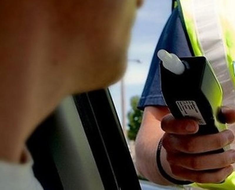 Încă un șofer depistat la volan aproape în comă alcoolică