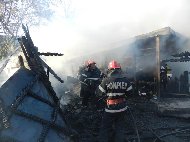 Zece incendii în Ajunul şi în prima zi de Crăciun, la Botoşani!