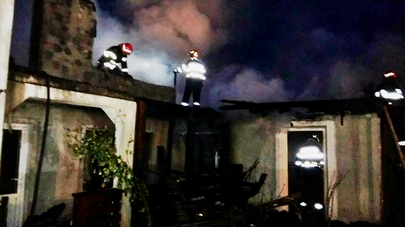 Locuințe distruse de foc! Unul dintre incendii a fost provocat de copii
