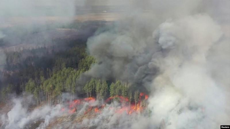 Incendiile din Ucraina se apropie de centrala nucleară de la Cernobîl