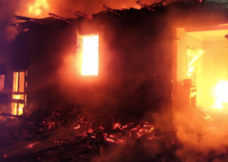 Incendiu într-o gospodărie din județ, soldat cu pagube materiale