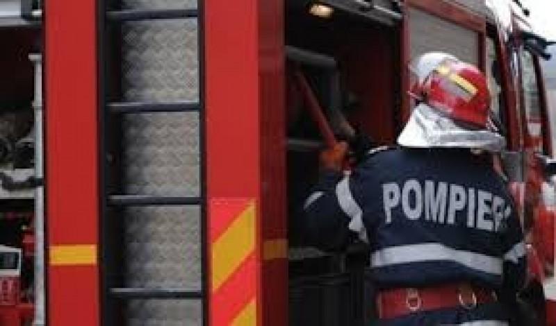 Incendiu izbucnit la o casă din Dorohoi! Pompierii au intervenit prompt pentru stingere