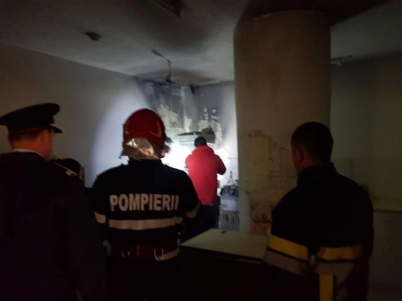 Incendiu izbucnit la ultimul etaj al Uvertura Mall! FOTO