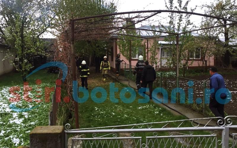 Incendiu la Baiceni! Doi batrani au avut nevoie de ajutorul medicilor! FOTO