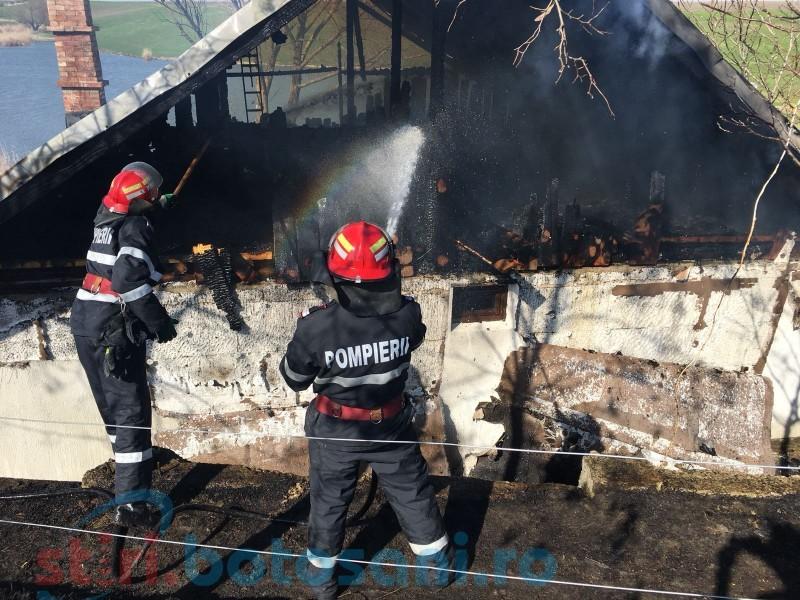 Incendiu la o cabană din Dorohoi! FOTO