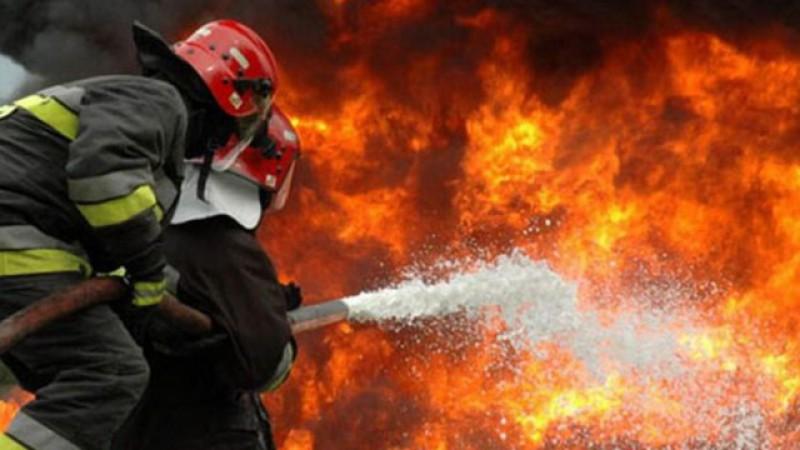 Incendiu la o casă din Bucecea. Update: Două persoane au fost preluate cu ambulanța, prezentând arsuri grave