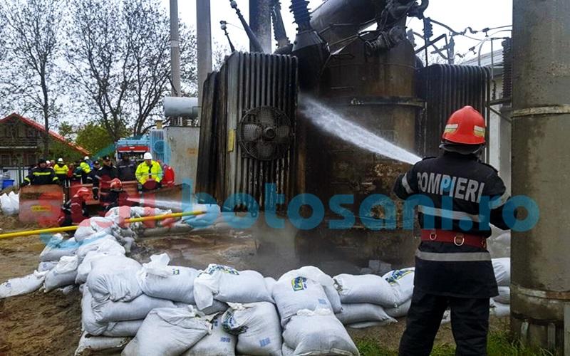 INCENDIU LA TRANSFORMATOR: Interventia pompierilor botosaneni s-a incheiat! Transformatorul a fost racit! GALERIE FOTO