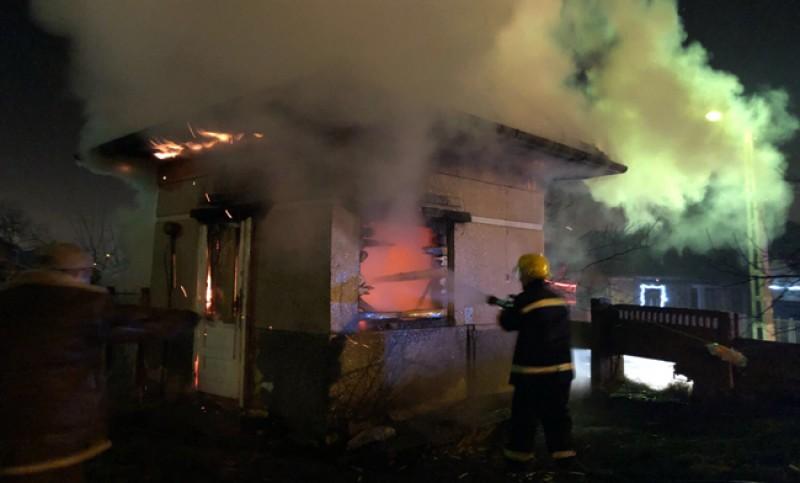 Incendiu la un canton din Corlăteni. Pompierii solicitaţi la faţa locului