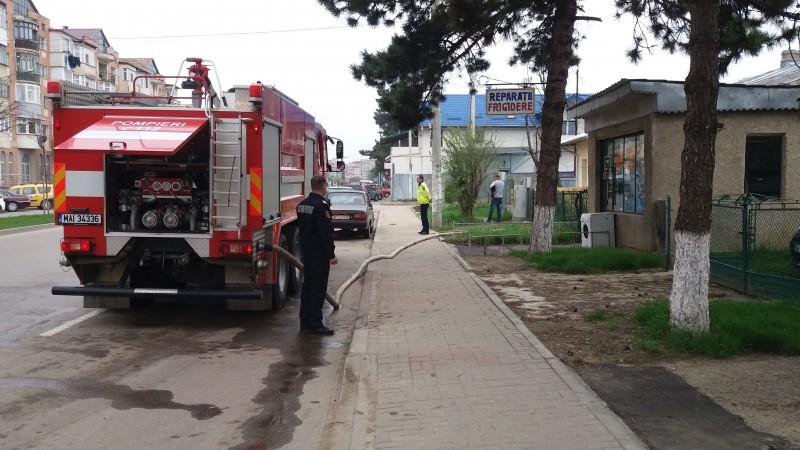 Incendiu într-o locuință de pe Calea Națională, pornit de la o candelă lăsată aprinsă! FOTO