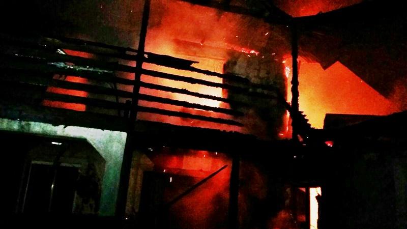 Incendiu puternic la Vorona! Casă mistuită de flăcări! FOTO