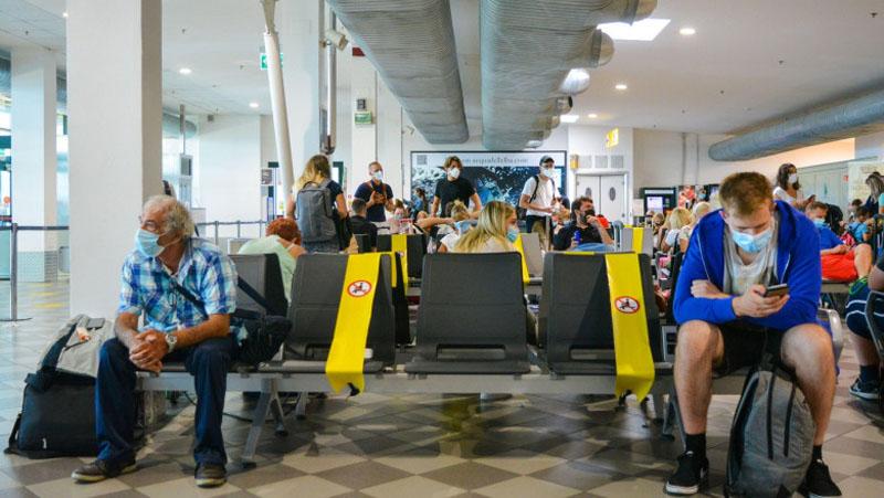 Începând cu 7 ianuarie, cei care pleacă din România în Italia nu mai intră în carantină