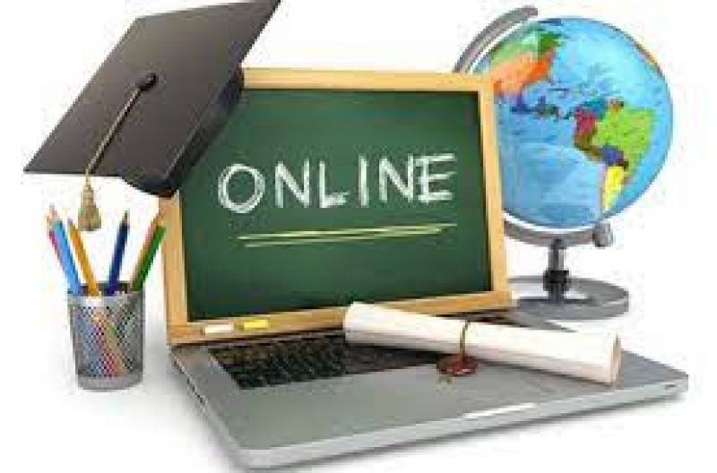 Începând de luni, elevii claselor terminale reîncep cursurile online