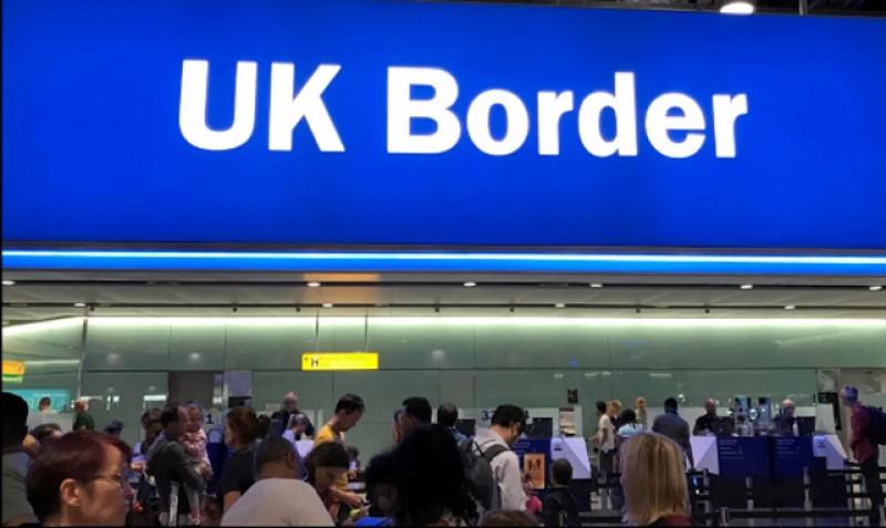Începe prigoana! Românii nu vor mai putea merge să muncească în Marea Britanie decât dacă vor câștiga minim 23.000 de lire sterline pe an