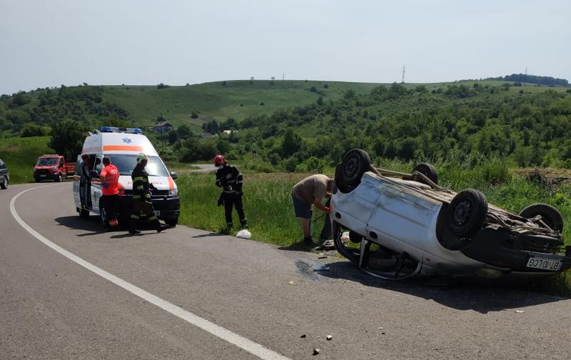 Începe să crească numărul de accidente din Botoșani. O mașină s-a răsturnat azi la Ghilea, în Șendriceni