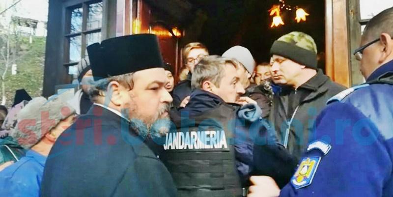 Încercare eșuată a Mitropoliei de a instala un nou preot la Schitul Orășeni! FOTO