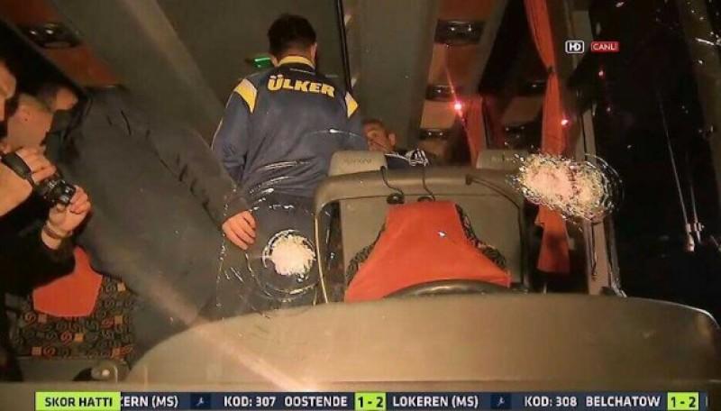 INCREDIBIL! Echipa Fenerbahce, ţinta unui atac armat! Soferul autocarului a fost impuscat! VIDEO