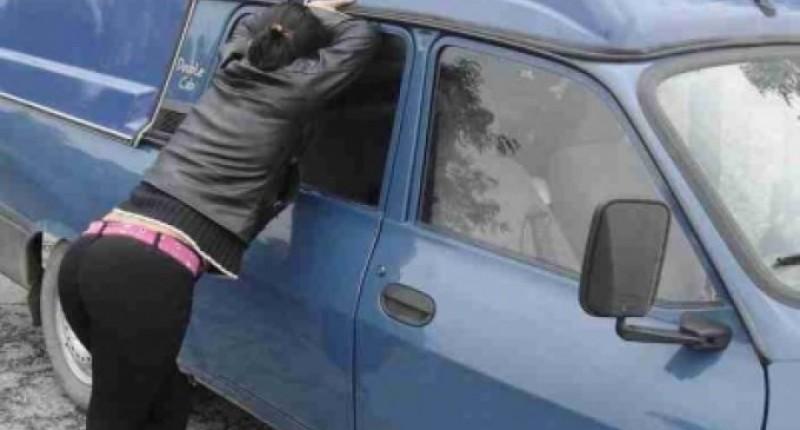 Incredibil! O prostituată își căuta clienții în apropierea unei biserici din Botoșani
