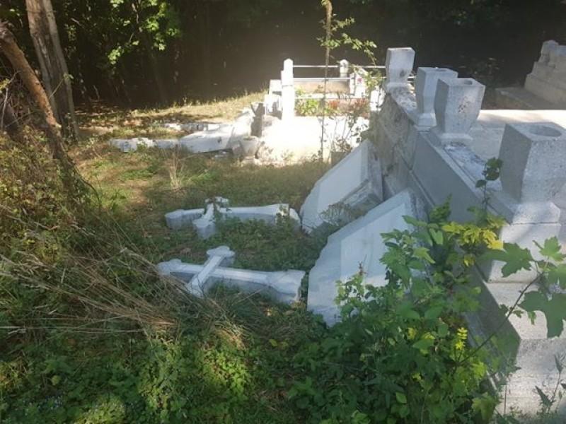 Incredibil! Profanare de morminte la Cimitirul Pacea! Galerie foto!