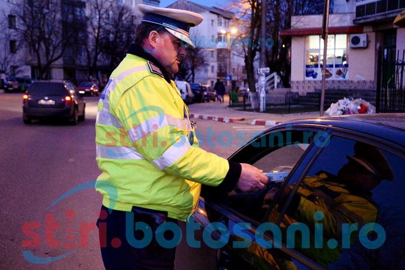 Incredibil! Un polițist local a fost prins băut la volan, în timp ce transporta buletinele de vot de la Darabani!