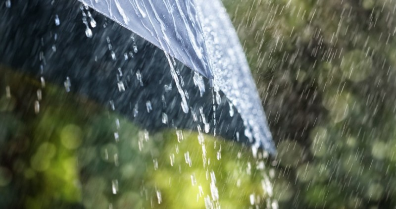 Informare meteo: Ploi, vânt și descărcări electrice în toată țara!