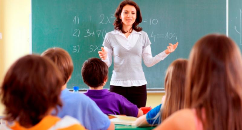 ÎNGRIJORĂTOR: Tot mai puțini români vor să devină profesori. Suntem ultimii din Europa!