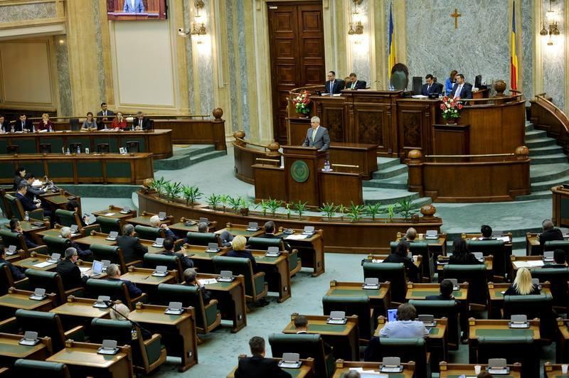 Inițiativa cetățenească privind redefinirea familiei va fi dezbătută astăzi în plenul Senatului