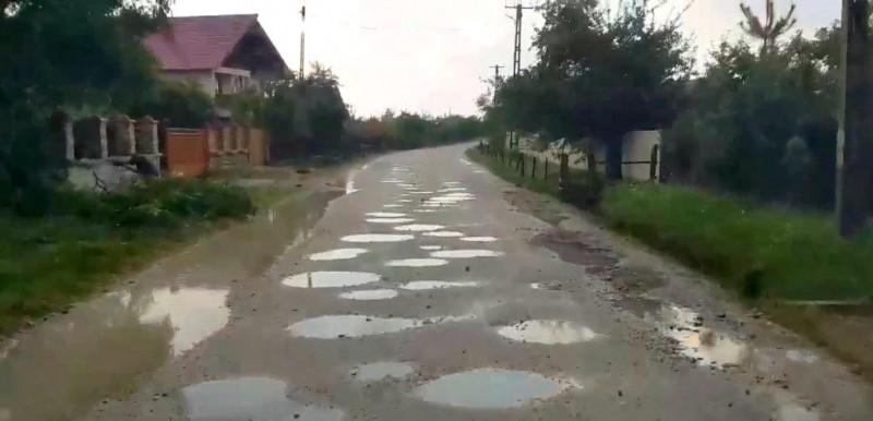 INS: O treime dintre șoselele României sunt neasfaltate