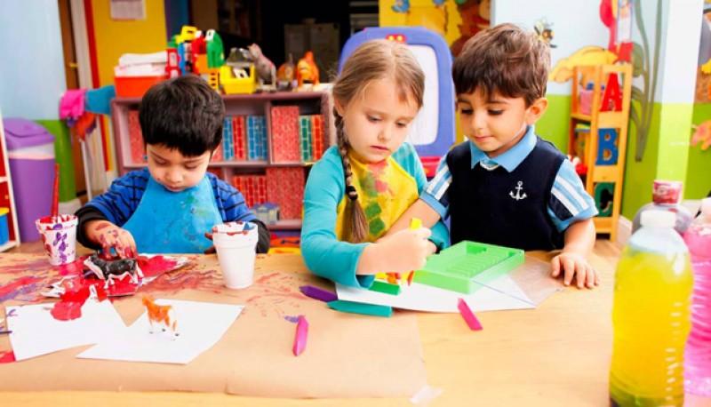 Înscrierea copiilor la grădinițe se poate face și la secretariatul instituției de învățământ