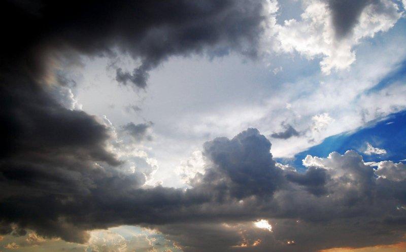Instabilitate atmosferică accentuată, miercuri, cu ploi și vânt