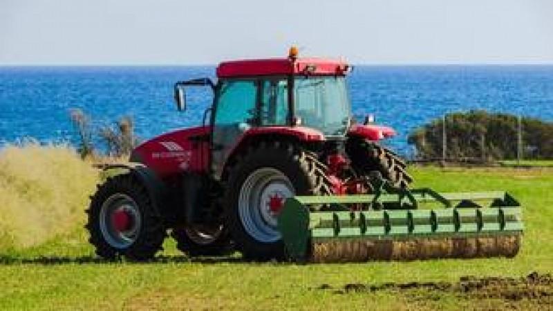 Instanta suprema a decis: Tractorul poate fi condus pe drumurile publice de catre persoanele fara permis