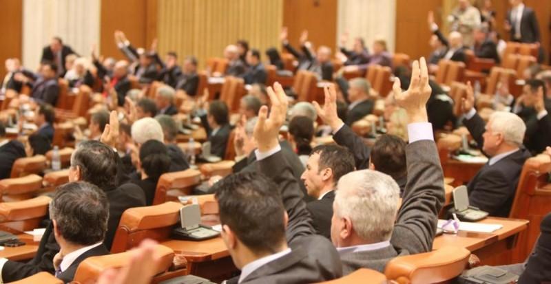 Institutul pentru Politici Publice: Peste O MIE de acte normative, aflate în procedură parlamentară la început de sesiune