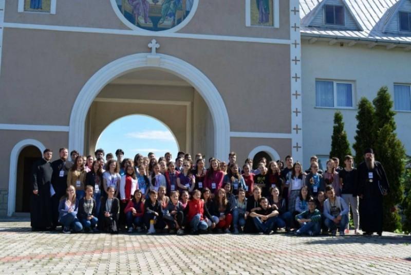 Întâlnirea tinerilor din judeţul Botoşani la Mănăstirea Ştiubieni