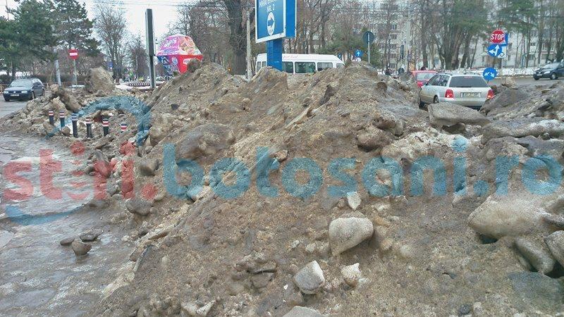 Intersecții din Botoșani îngropate sub munți de zăpadă-FOTO